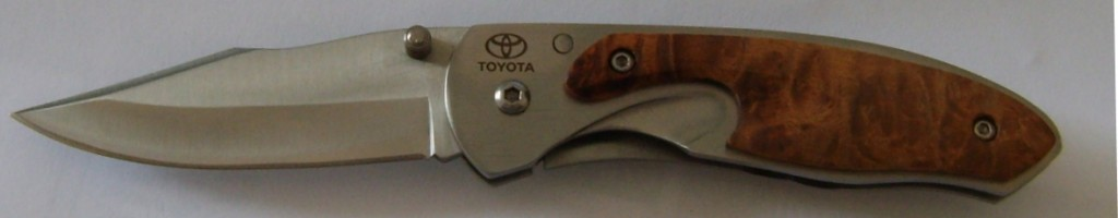 knife-stainless-steel-blade-toyota-logo